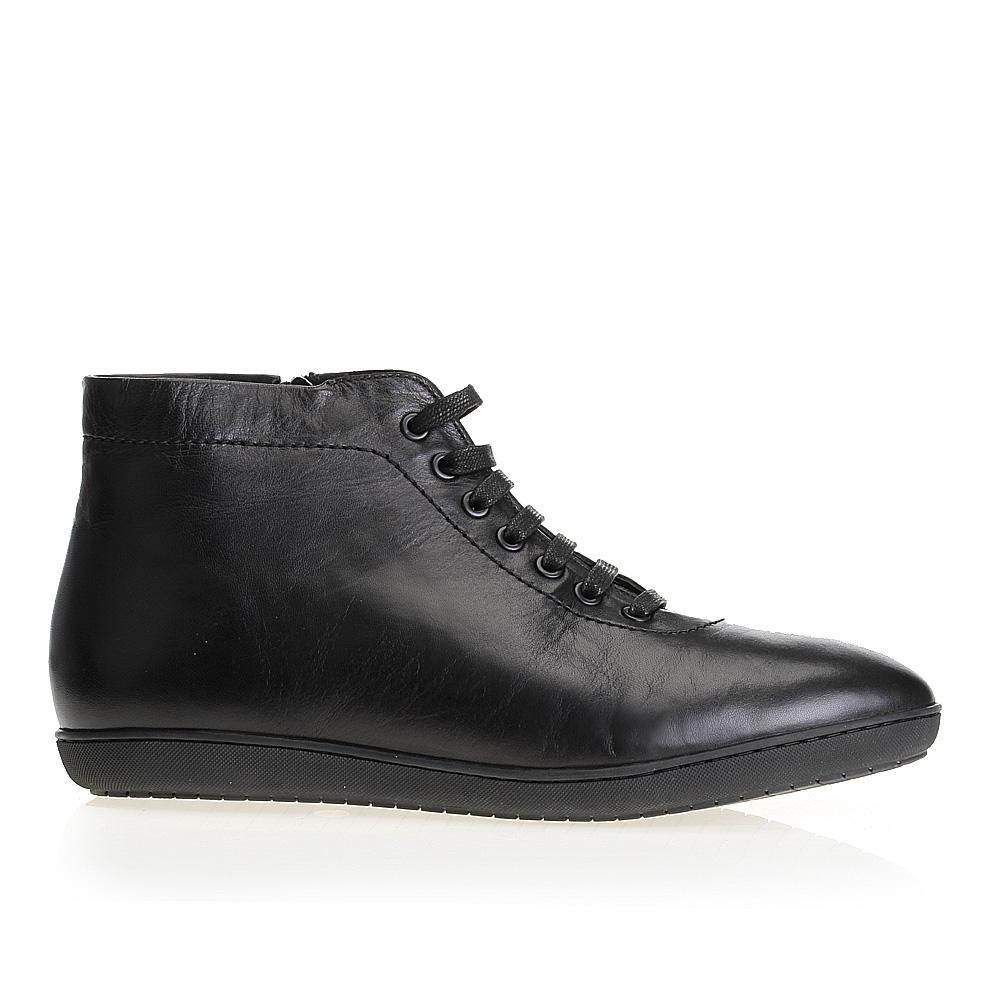 Ботинки с мехом из кожи черного цвета на шнуровке