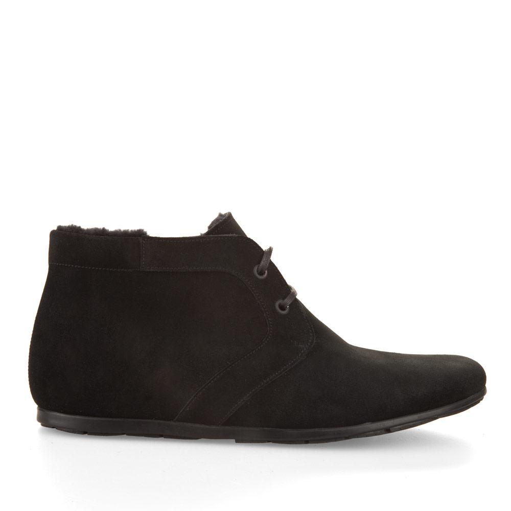 Замшевые ботинки с мехом черного цвета на шнуровкеБотинки мужские<br><br>Материал верха: Замша<br>Материал подкладки: Мех<br>Материал подошвы: Полиуретан<br>Цвет: Черный<br>Высота каблука: 0 см<br>Дизайн: Италия<br>Страна производства: Китай<br><br>Высота каблука: 0 см<br>Материал верха: Замша<br>Материал подкладки: Мех<br>Цвет: Черный<br>Пол: Мужской<br>Вес кг: 1.80000000<br>Размер: 45