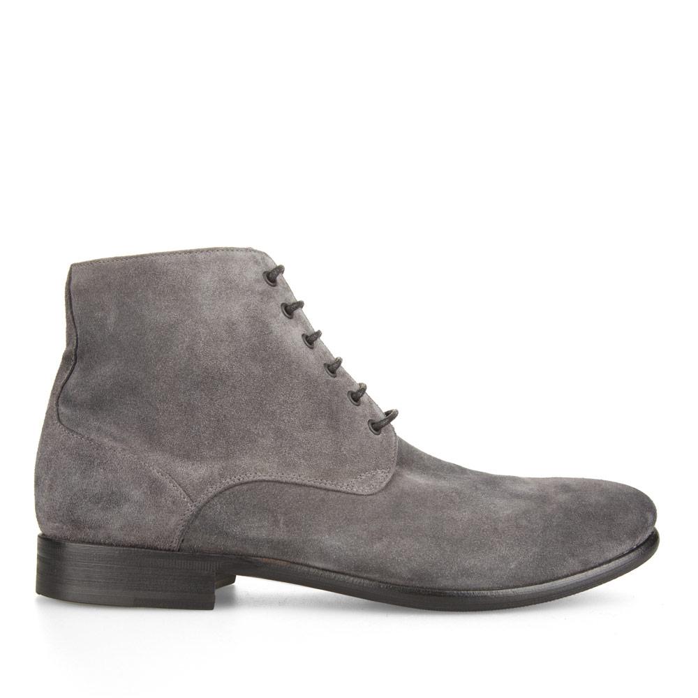Замшевые ботинки каменно-серого цвета на шнуровкеБотинки мужские<br><br>Материал верха: Замша<br>Материал подкладки: Кожа<br>Материал подошвы: Кожа<br>Цвет: Серый<br>Высота каблука: 2 см<br>Дизайн: Италия<br>Страна производства: Китай<br><br>Высота каблука: 2 см<br>Материал верха: Замша<br>Материал подкладки: Кожа<br>Цвет: Серый<br>Пол: Мужской<br>Вес кг: 1.88000000<br>Размер обуви: 44*