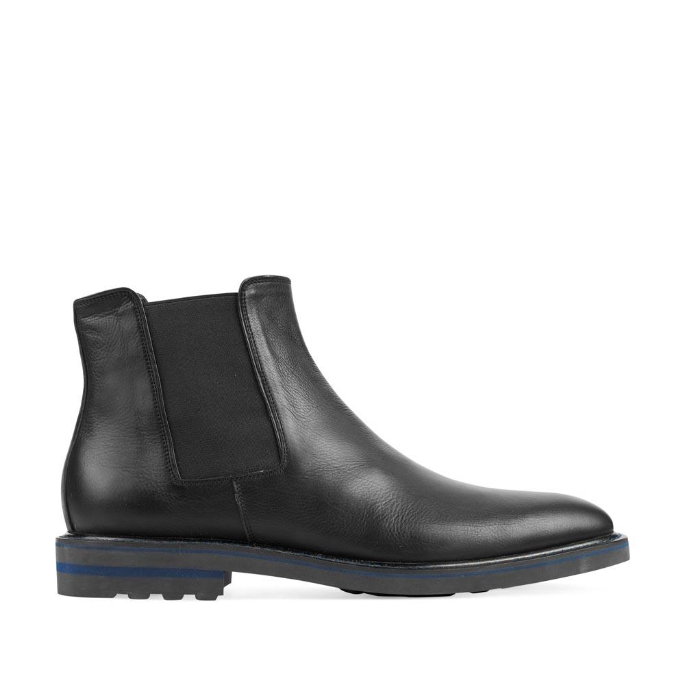 Челси из кожи черного цвета с контрастной вставкой на каблукеБотинки мужские<br><br>Материал верха: Кожа<br>Материал подкладки: Кожа<br>Материал подошвы: Резина<br>Цвет: Черный<br>Высота каблука: 1 см<br>Дизайн: Италия<br>Страна производства: Китай<br><br>Высота каблука: 1 см<br>Материал верха: Кожа<br>Материал подкладки: Кожа<br>Цвет: Черный<br>Пол: Мужской<br>Вес кг: 2.16000000<br>Выберите размер обуви: 40