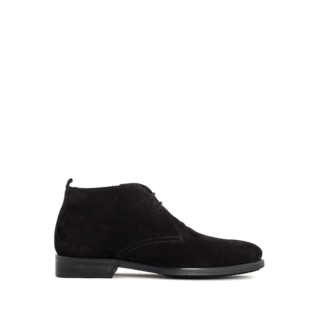 Ботинки-чукка из замши с мехом черного цвета
