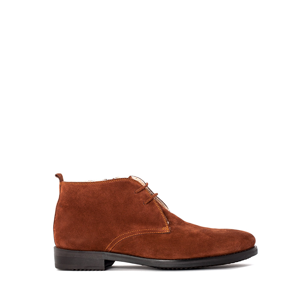 Ботинки-чукка из замши светло-коричневого цвета с мехом