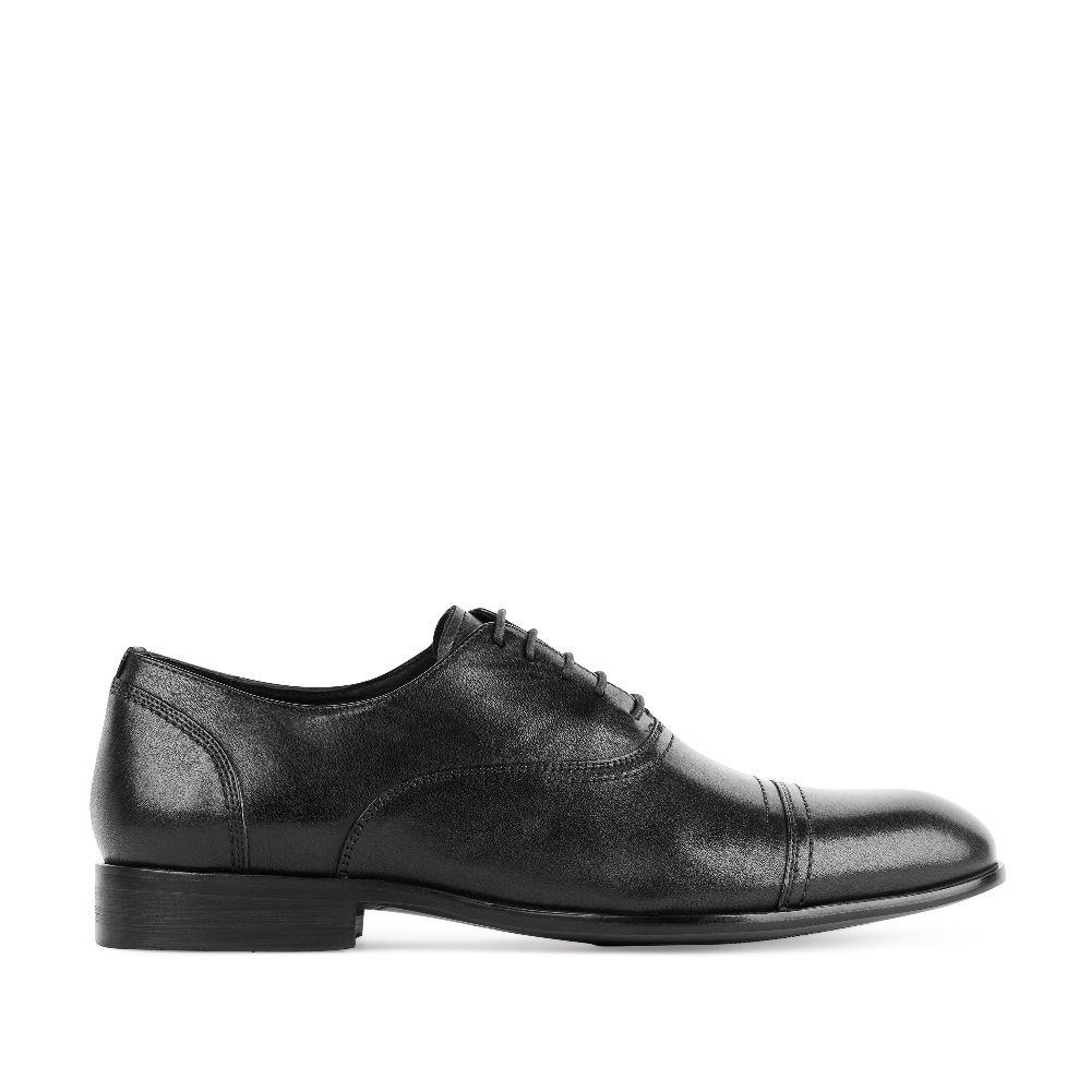 Ботинки черного цвета на шнуровке из кожиПолуботинки<br><br>Материал верха: Кожа<br>Материал подкладки: Кожа<br>Материал подошвы: Кожа<br>Цвет: Черный<br>Высота каблука: 2 см<br>Дизайн: Италия<br>Страна производства: Китай<br><br>Высота каблука: 2 см<br>Материал верха: Кожа<br>Материал подкладки: Кожа<br>Цвет: Черный<br>Пол: Мужской<br>Размер: 42