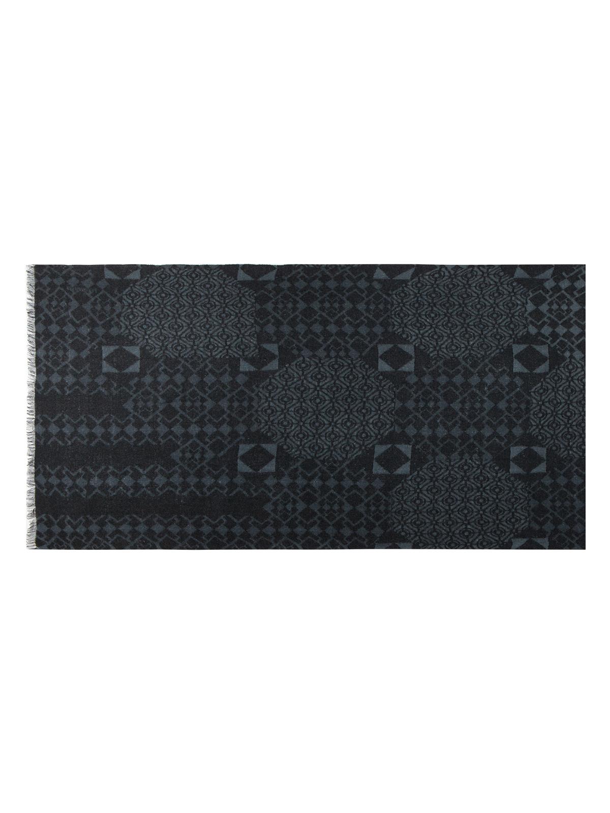 Шарф черного цвета с принтом