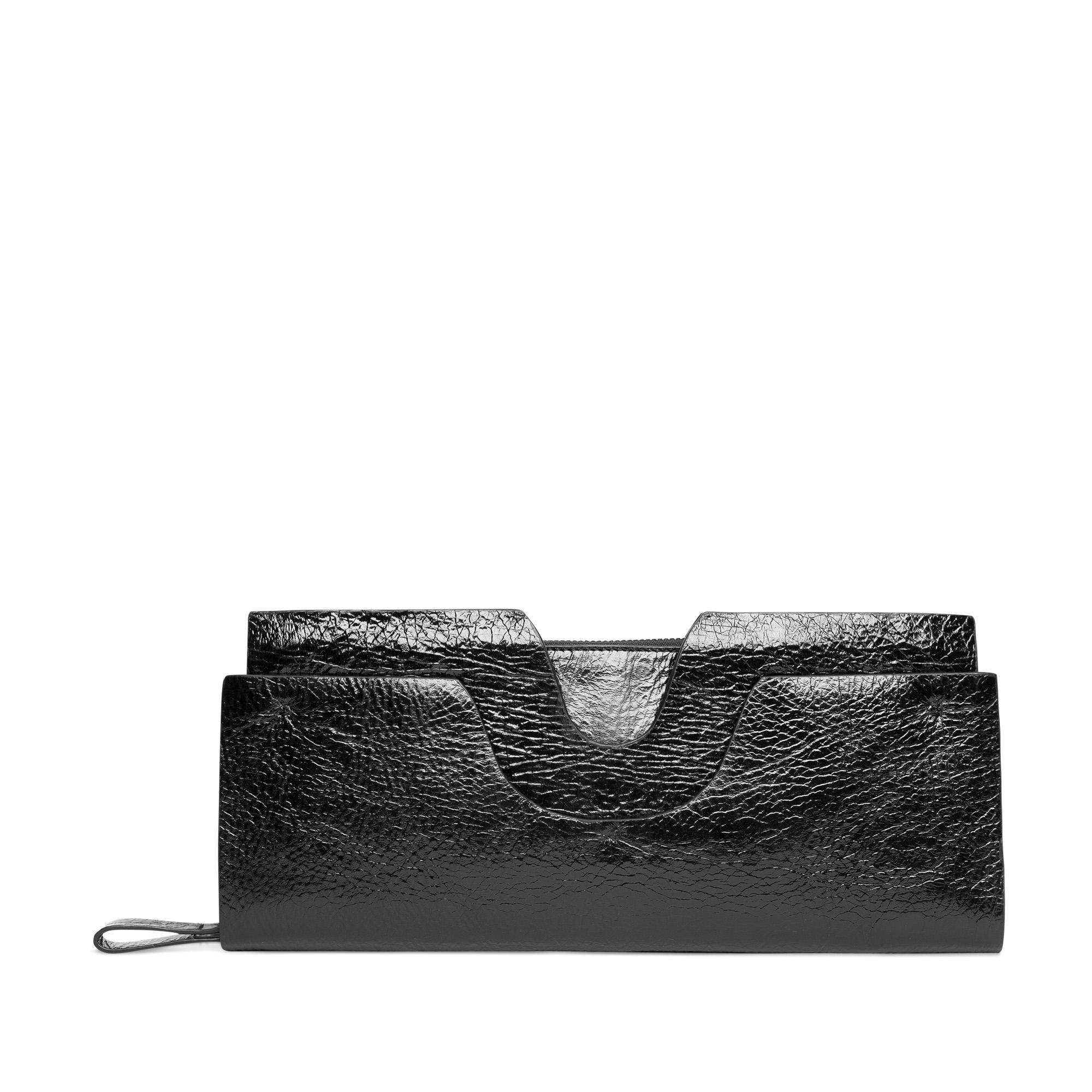 Геометричный клатч из лакированной фактурной кожи черного цвета