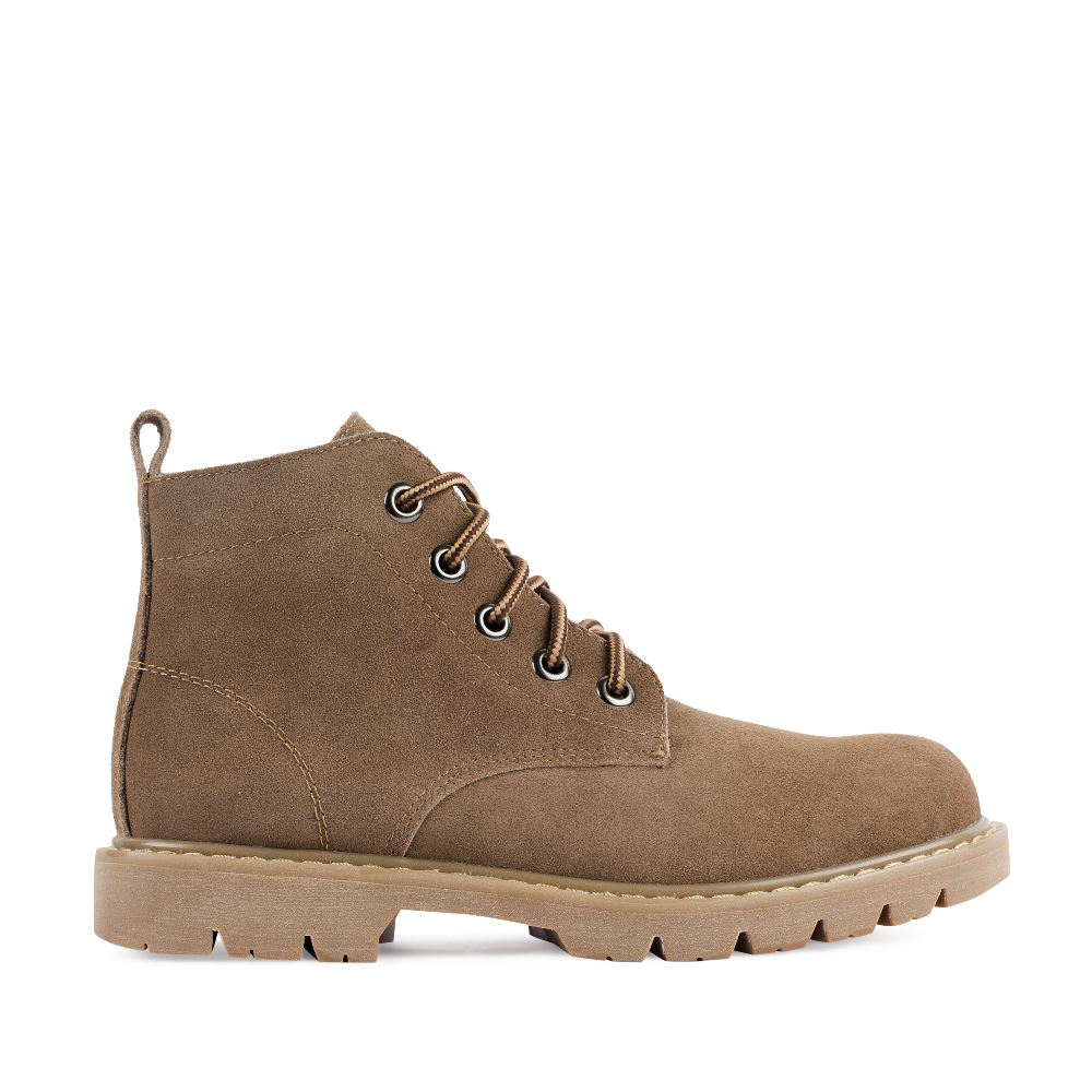 Ботинки из замши коричневого цвета на протекторной подошве