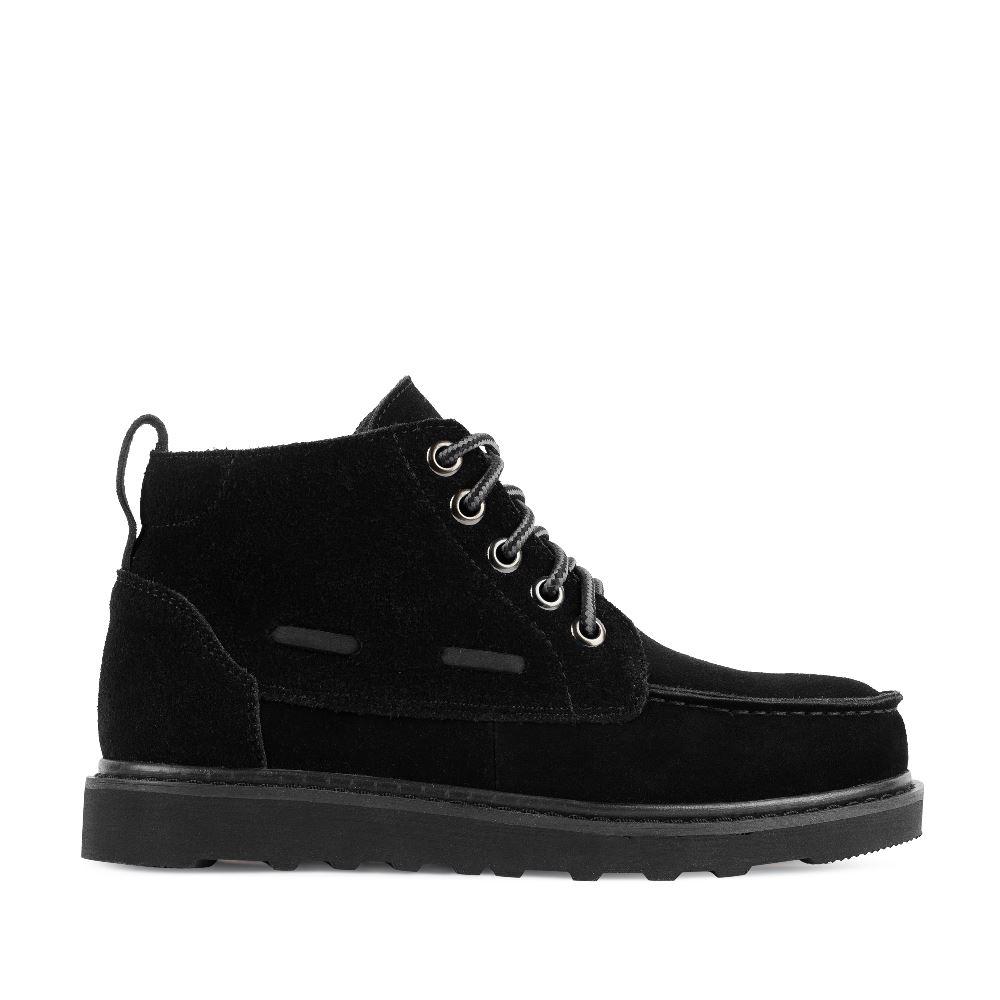 Замшевые ботинки черного цвета на протекторной подошве