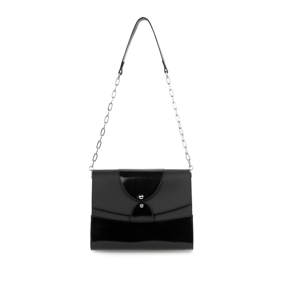 Кожаная сумка черного цвета на цепочке
