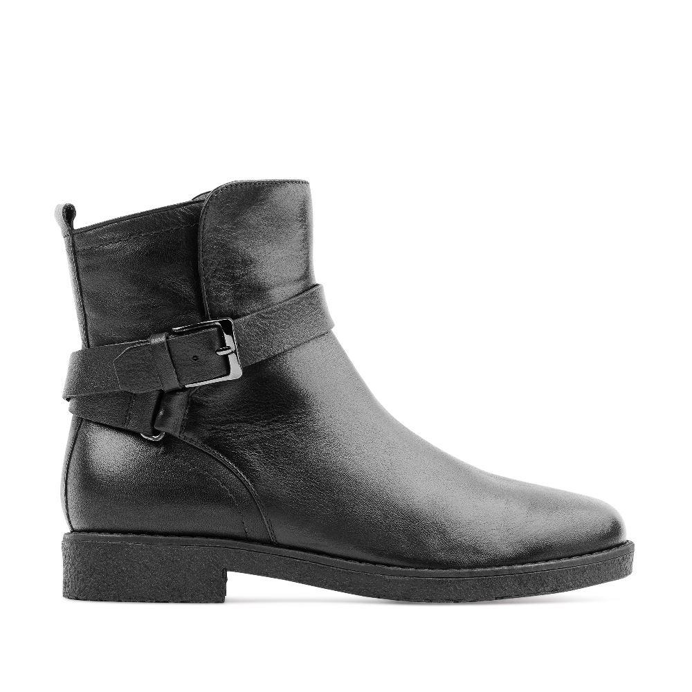 Высокие ботинки черного цвета из кожи