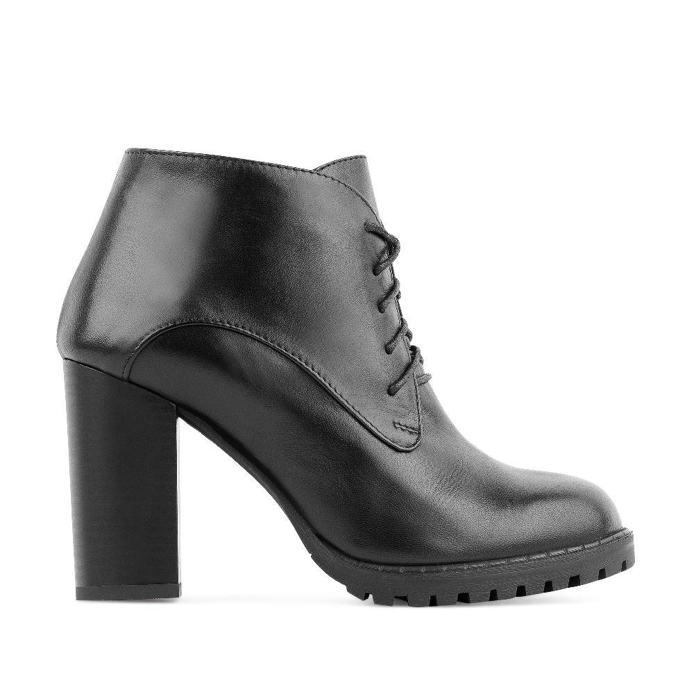 Ботильоны на шнуровке из кожи черного цвета