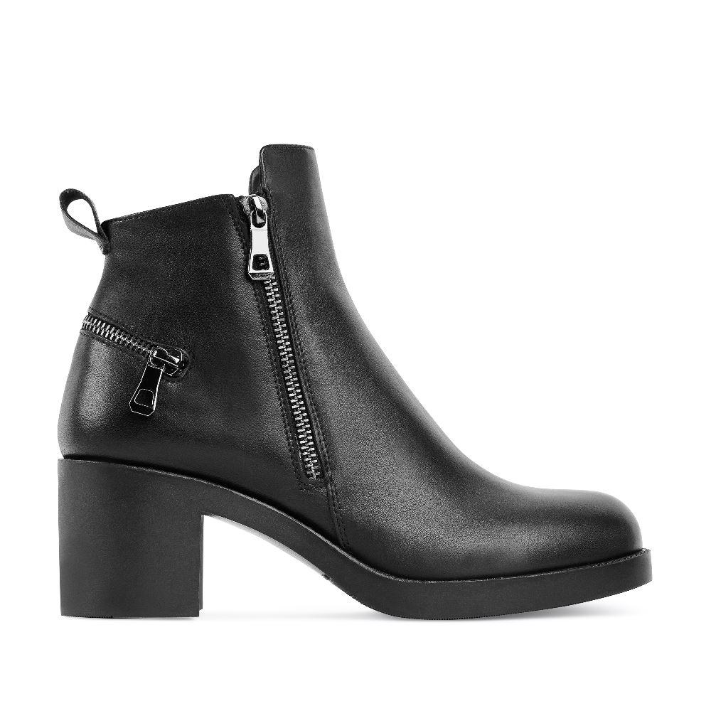 Ботильоны из кожи черного цвета на среднем каблуке с молниямиБотильоны<br><br>Материал верха: Кожа<br>Материал подкладки: Текстиль<br>Материал подошвы: Полиуретан<br>Цвет: Черный<br>Высота каблука: 6см<br>Дизайн: Италия<br>Страна производства: Россия<br><br>Высота каблука: 6 см<br>Материал верха: Кожа<br>Материал подкладки: Текстиль<br>Цвет: Черный<br>Пол: Женский<br>Размер: 38