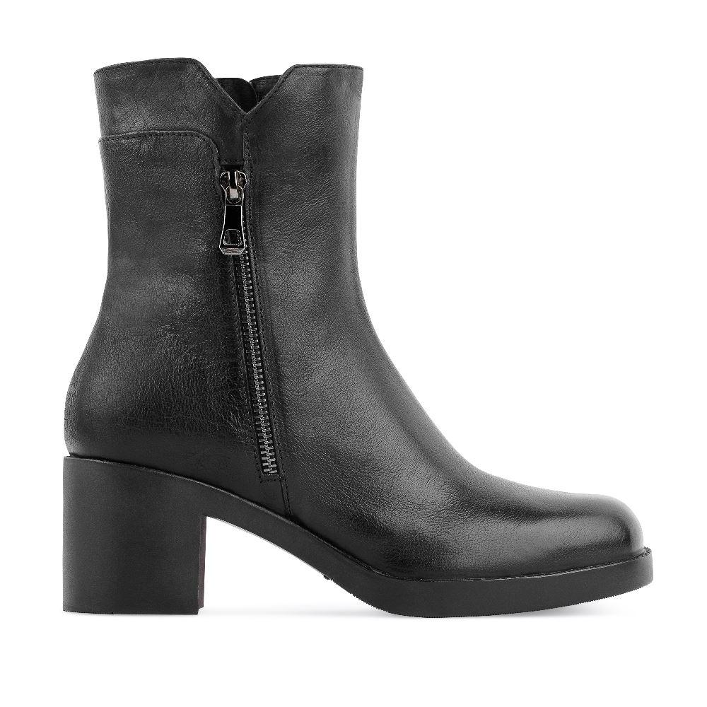 Ботильоны из кожи черного цвета на широком каблуке с молниямиБотильоны<br><br>Материал верха: Кожа<br>Материал подкладки: Текстиль<br>Материал подошвы: Полиуретан<br>Цвет: Черный<br>Высота каблука: 6см<br>Дизайн: Италия<br>Страна производства: Россия<br><br>Высота каблука: 6 см<br>Материал верха: Кожа<br>Материал подкладки: Текстиль<br>Цвет: Черный<br>Пол: Женский<br>Размер: 36