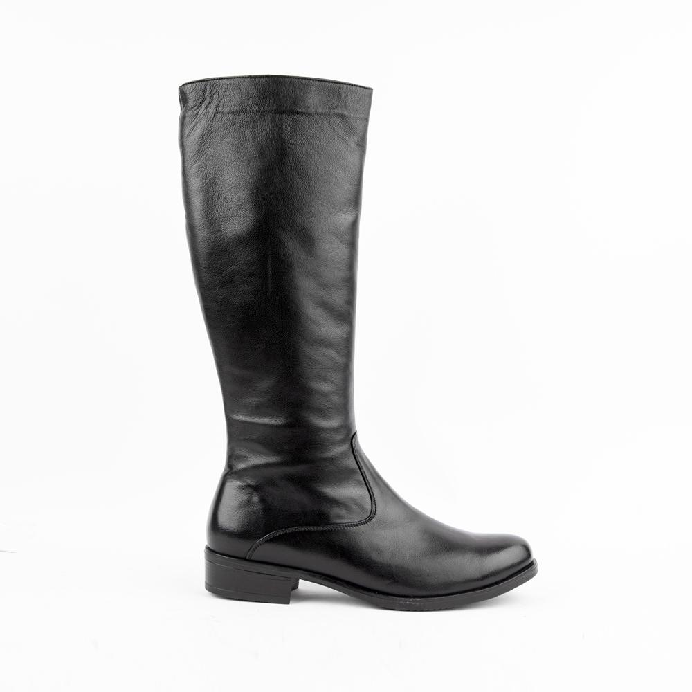 Сапоги из кожи черного цвета на среднем каблукеСапоги<br><br>Материал верха: Кожа<br>Материал подкладки: Кожа<br>Материал подошвы: Кожа<br>Цвет: Черный<br>Высота каблука: 4 см<br>Дизайн: Италия<br>Страна производства: Китай<br><br>Высота каблука: 4 см<br>Материал верха: Кожа<br>Материал подкладки: Текстиль<br>Цвет: Черный<br>Пол: Женский<br>Размер обуви: 41
