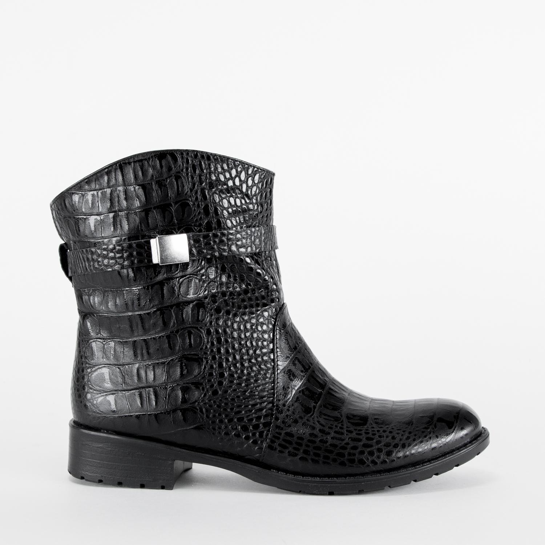 Высокие ботинки из фактурной кожи черного цвета
