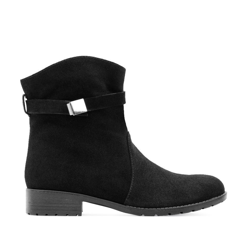Высокие ботинки из замши черного цвета с мехом