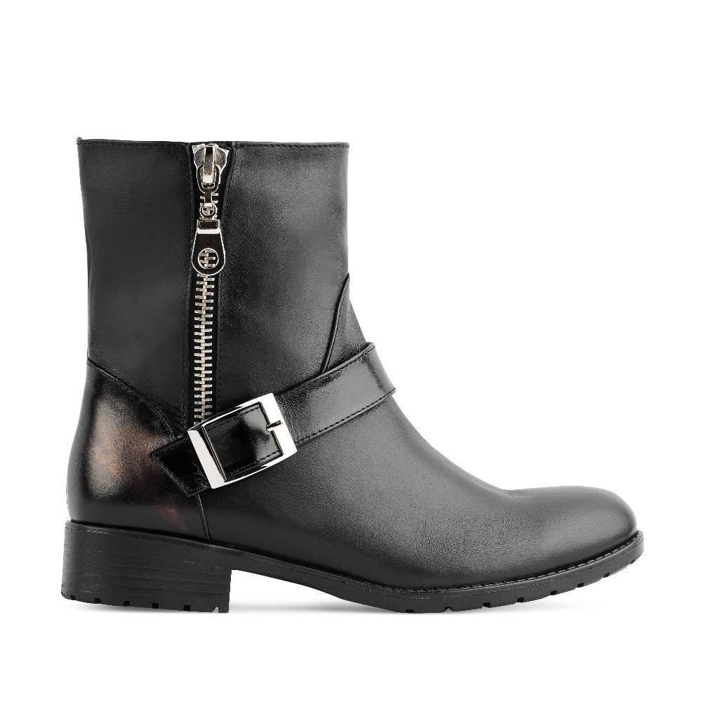 Высокие ботинки из кожи черного цвета с молниейБотинки<br><br>Материал верха: Кожа<br>Материал подкладки: Текстиль<br>Материал подошвы: Полиуретан<br>Цвет: Черный<br>Высота каблука: 3 см<br>Дизайн: Италия<br>Страна производства: Россия<br><br>Высота каблука: 3 см<br>Материал верха: Кожа<br>Материал подкладки: Текстиль<br>Цвет: Черный<br>Пол: Женский<br>Размер: 40