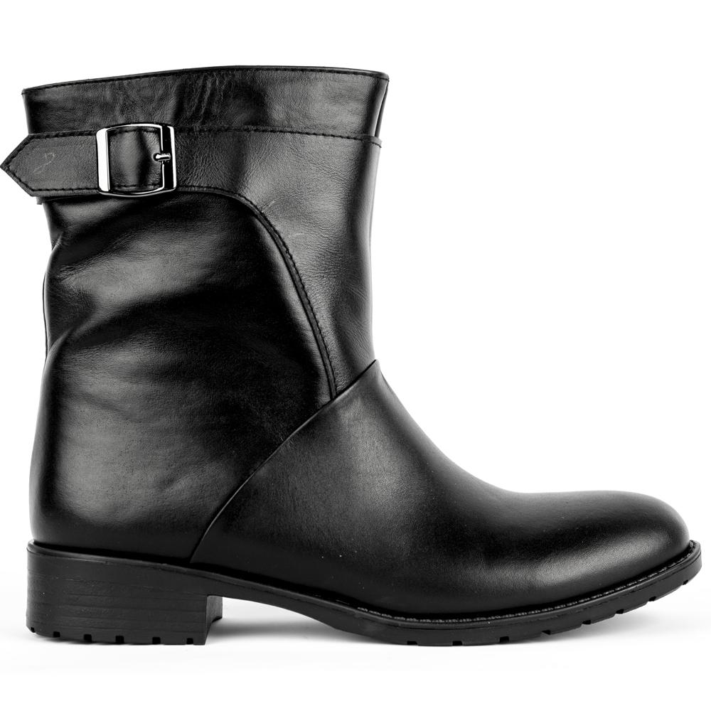 Высокие ботинки из кожи черного цвета с мехом на протекторной подошвеПолусапоги<br><br>Материал верха: Кожа<br>Материал подкладки: Мех<br>Материал подошвы: Полиуретан<br>Цвет: Черный<br>Высота каблука: 3 см<br>Дизайн: Италия<br>Страна производства: Китай<br><br>Высота каблука: 3 см<br>Материал верха: Кожа<br>Материал подкладки: Мех<br>Цвет: Черный<br>Пол: Женский<br>Размер: 40