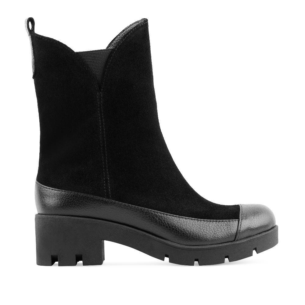 Высокие ботинки из замши и кожи черного цвета с мехомПолусапоги<br><br>Материал верха: Замша<br>Материал подкладки: Мех<br>Материал подошвы: Полиуретан<br>Цвет: Черный<br>Высота каблука: 5 см<br>Дизайн: Италия<br>Страна производства: Россия<br><br>Высота каблука: 5 см<br>Материал верха: Замша<br>Материал подкладки: Мех<br>Цвет: Черный<br>Пол: Женский<br>Размер: 38