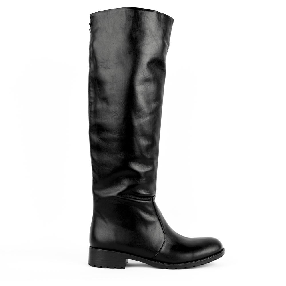 Кожаные сапоги черного цвета на среднем каблукеСапоги<br><br>Материал верха: Кожа<br>Материал подкладки: Текстиль<br>Материал подошвы: Полиуретан<br>Ццвет: Черный<br>Высота каблука: 3 см<br>Дизайн: Италия<br>Страна производства: Китай<br><br>Высота каблука: 3 см<br>Материал верха: Кожа<br>Материал подкладки: Текстиль<br>Цвет: Черный<br>Пол: Женский<br>Размер: 40