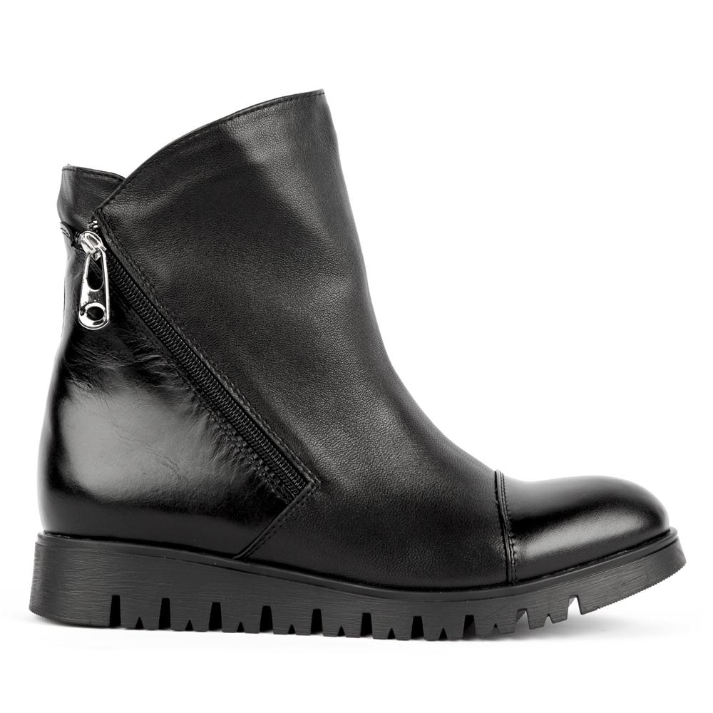 Высокие ботинки черного цвета из кожи с молнией