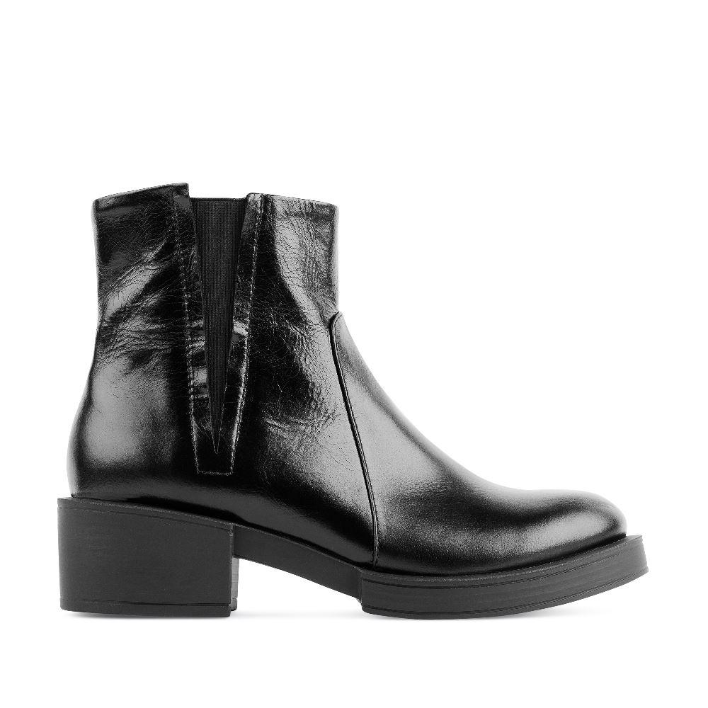 Ботинки из кожи черного цвета на среднем каблуке