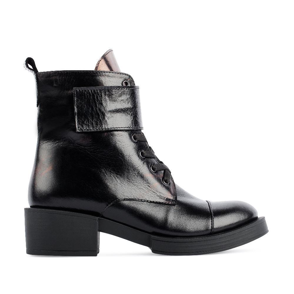 Высокие ботинки на шнуровке из кожи черного цветаПолусапоги<br><br>Материал верха: Кожа<br>Материал подкладки: Текстиль<br>Материал подошвы: Полиуретан<br>Цвет: Черный<br>Высота каблука: 5 см<br>Дизайн: Италия<br>Страна производства: Китай<br><br>Высота каблука: 5 см<br>Материал верха: Кожа<br>Материал подкладки: Текстиль<br>Цвет: Черный<br>Пол: Женский<br>Размер: 37