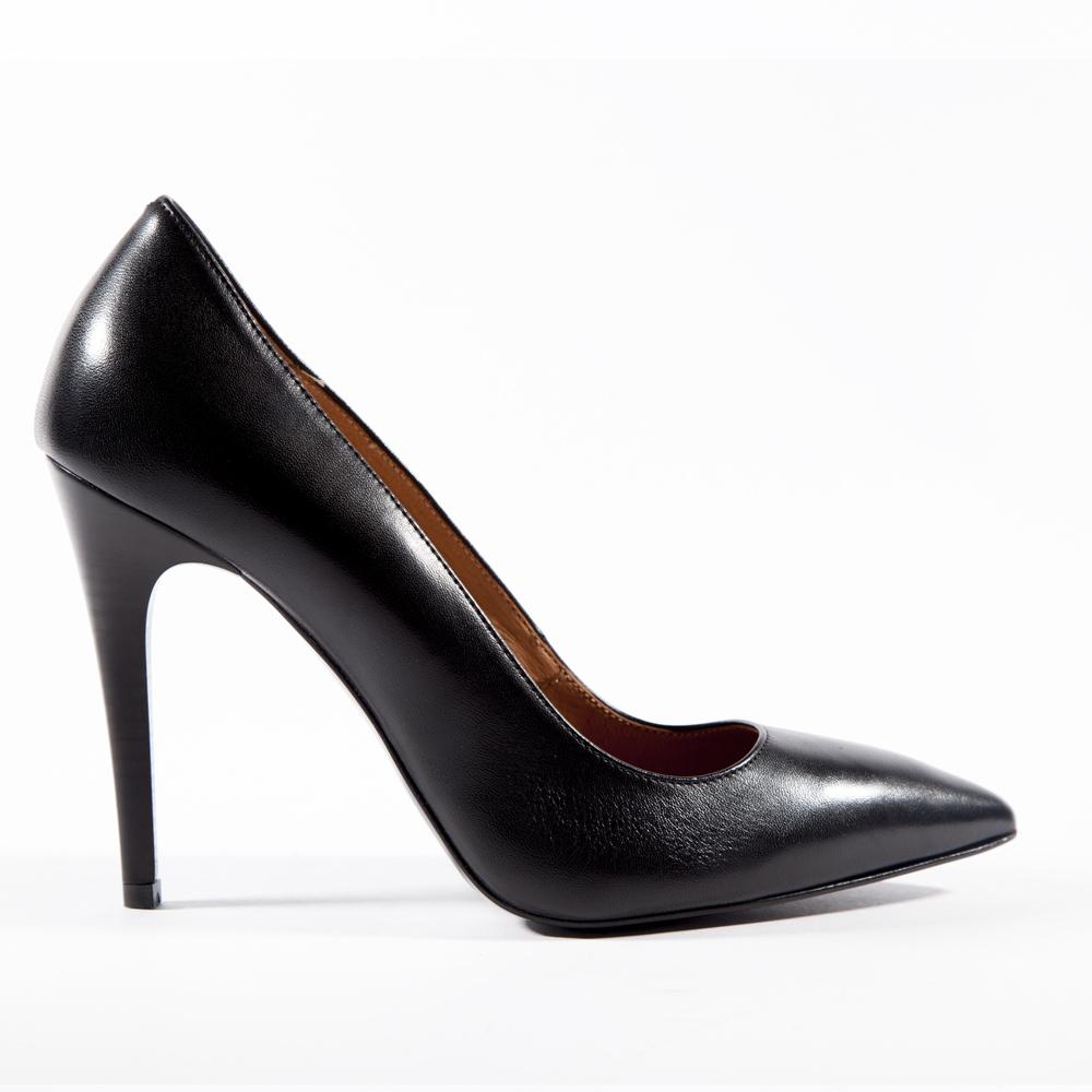 Туфли из кожи чёрного цвета с металлической деталью