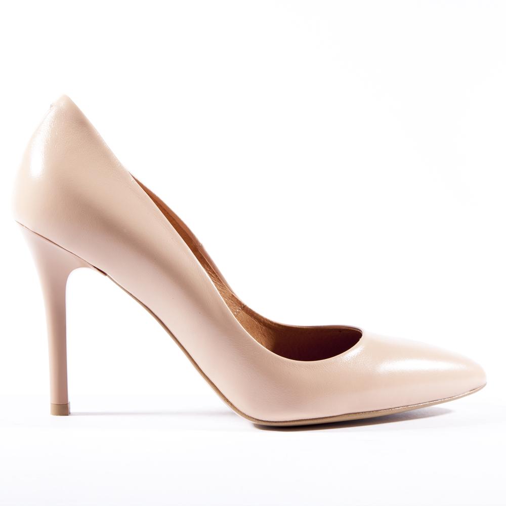 Туфли из кожи пудрового цвета с металлической деталью