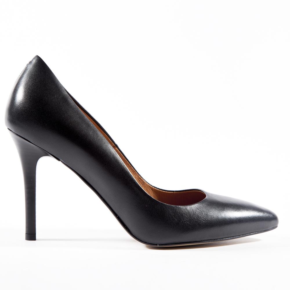 Туфли-лодочки черного цвета из кожиТуфли<br><br>Материал верха: Кожа<br>Материал подкладки: Кожа<br>Материал подошвы: Кожа<br>Цвет: Черный<br>Высота каблука: 11 см<br>Дизайн: Италия<br>Страна производства: Польша<br><br>Высота каблука: 11 см<br>Материал верха: Кожа<br>Материал подкладки: Кожа<br>Цвет: Черный<br>Пол: Женский<br>Размер: 38