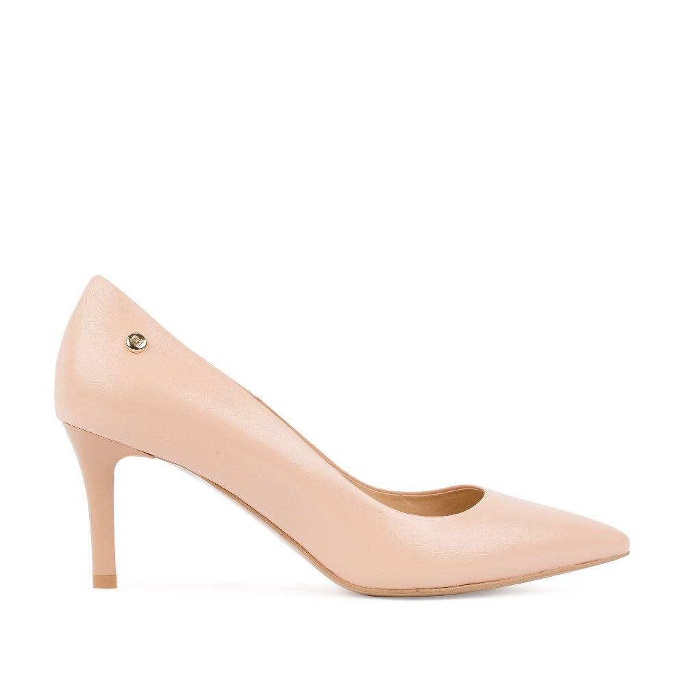 Туфли из кожи кремового цвета на среднем каблуке