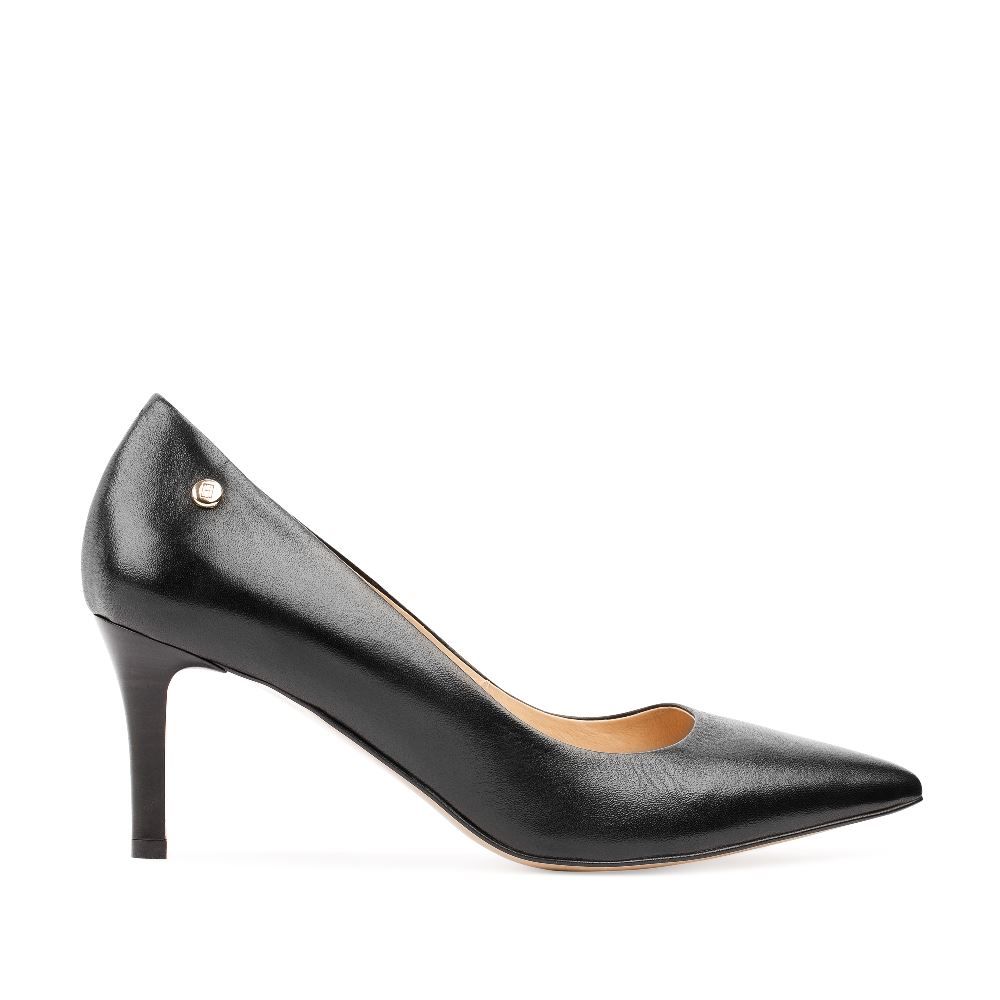 Туфли из кожи черного цвета на среднем каблуке