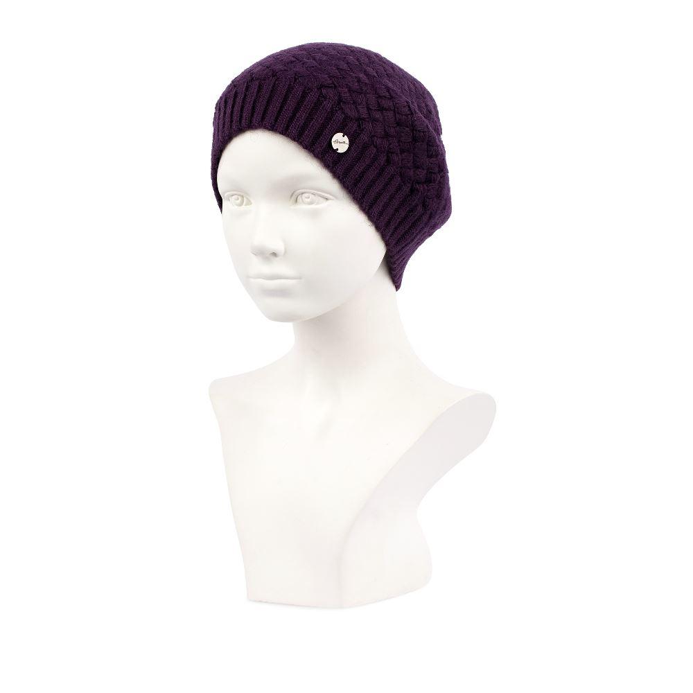 Шерстяная шапка фиолетового цвета