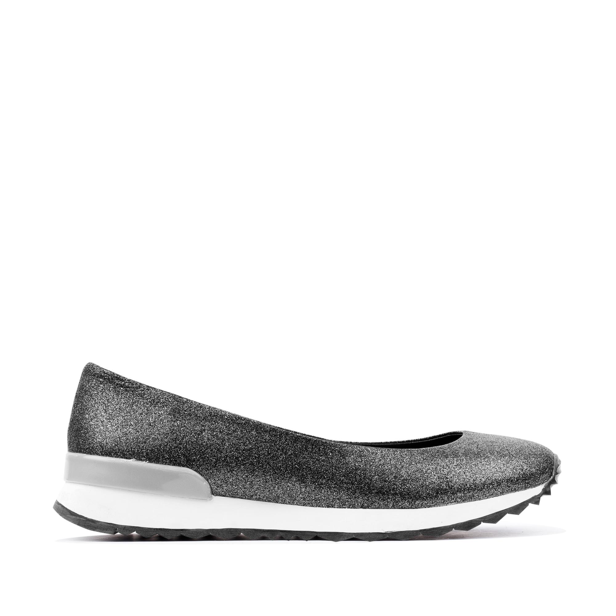 Балетки из металлизированной кожи серебристого цветаТуфли женские<br><br>Материал верха: Кожа<br>Материал подкладки: Кожа<br>Материал подошвы: Полиуретан<br>Цвет: Серебристый<br>Высота каблука: 0 см<br>Дизайн: Италия<br>Страна производства: Китай<br><br>Высота каблука: 0 см<br>Материал верха: Кожа<br>Материал подошвы: Полиуретан<br>Материал подкладки: Кожа<br>Цвет: Серебристый<br>Вес кг: 0.60000000<br>Размер обуви: 36