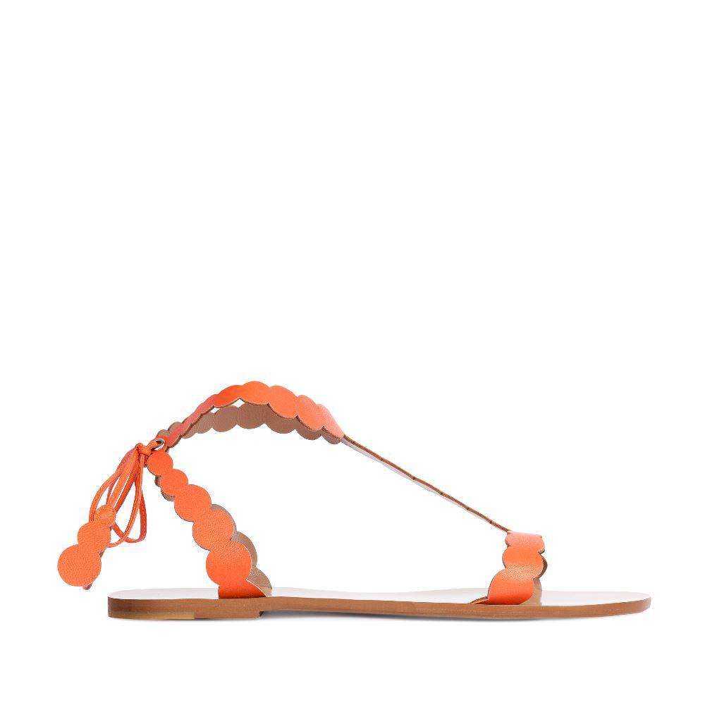 Сандалии из кожи оранжевого цветаСандалииженские<br><br>Материал верха: Кожа<br>Материал подкладки: Кожа<br>Материал подошвы: Тунит<br>Цвет: Оранжевый<br>Высота каблука: 0 см<br>Дизайн: Италия<br>Страна производства: Китай<br><br>Высота каблука: 0 см<br>Материал верха: Кожа<br>Материал подошвы: Тунит<br>Материал подкладки: Кожа<br>Цвет: Оранжевый<br>Вес кг: 1.00000000<br>Размер: 37.5