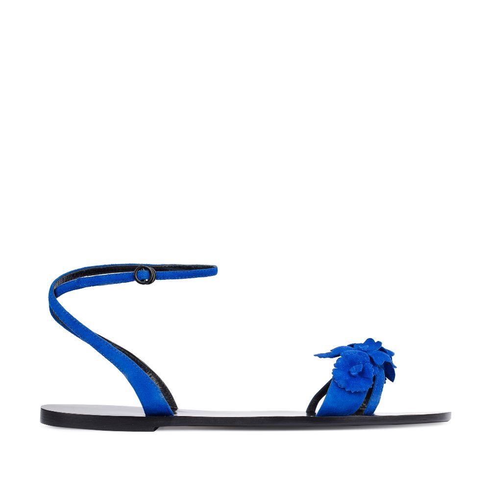 Сандалии из замши цвета электрик с аппликациейСандалииженские<br><br>Материал верха: Замша<br>Материал подкладки: Кожа<br>Материал подошвы: Тунит<br>Цвет: Синий<br>Высота каблука: 1 см<br>Дизайн: Италия<br>Страна производства: Китай<br><br>Высота каблука: 1 см<br>Материал верха: Замша<br>Материал подошвы: Тунит<br>Материал подкладки: Кожа<br>Цвет: Синий<br>Вес кг: 1.00000000<br>Размер: 37.5