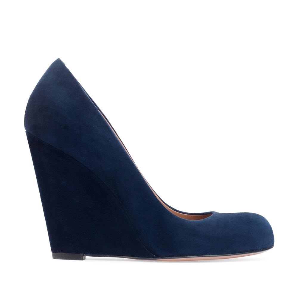 Туфли из замши темно-синего цвета на танкетке
