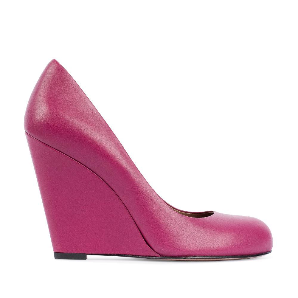 Туфли на танкетке из кожи цвета амарантТуфли<br><br>Материал верха: Кожа<br>Материал подкладки: Кожа<br>Материал подошвы: Кожа<br>Цвет: Розовый<br>Высота каблука: 10 см<br>Дизайн: Италия<br>Страна производства: Китай<br><br>Высота каблука: 10 см<br>Материал верха: Кожа<br>Материал подкладки: Кожа<br>Цвет: Розовый<br>Пол: Женский<br>Вес кг: 460.00000000<br>Размер: 37.5