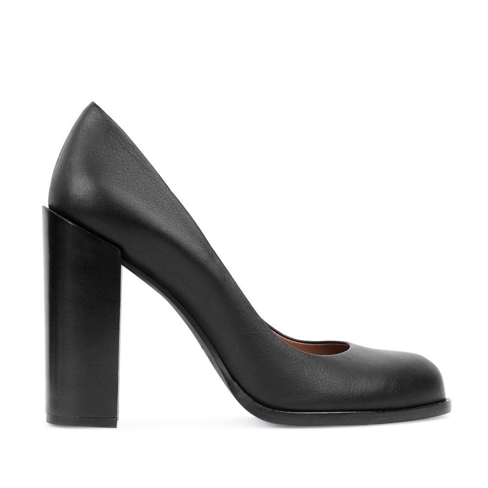 Туфли из кожи на устойчивом каблуке черного цвета