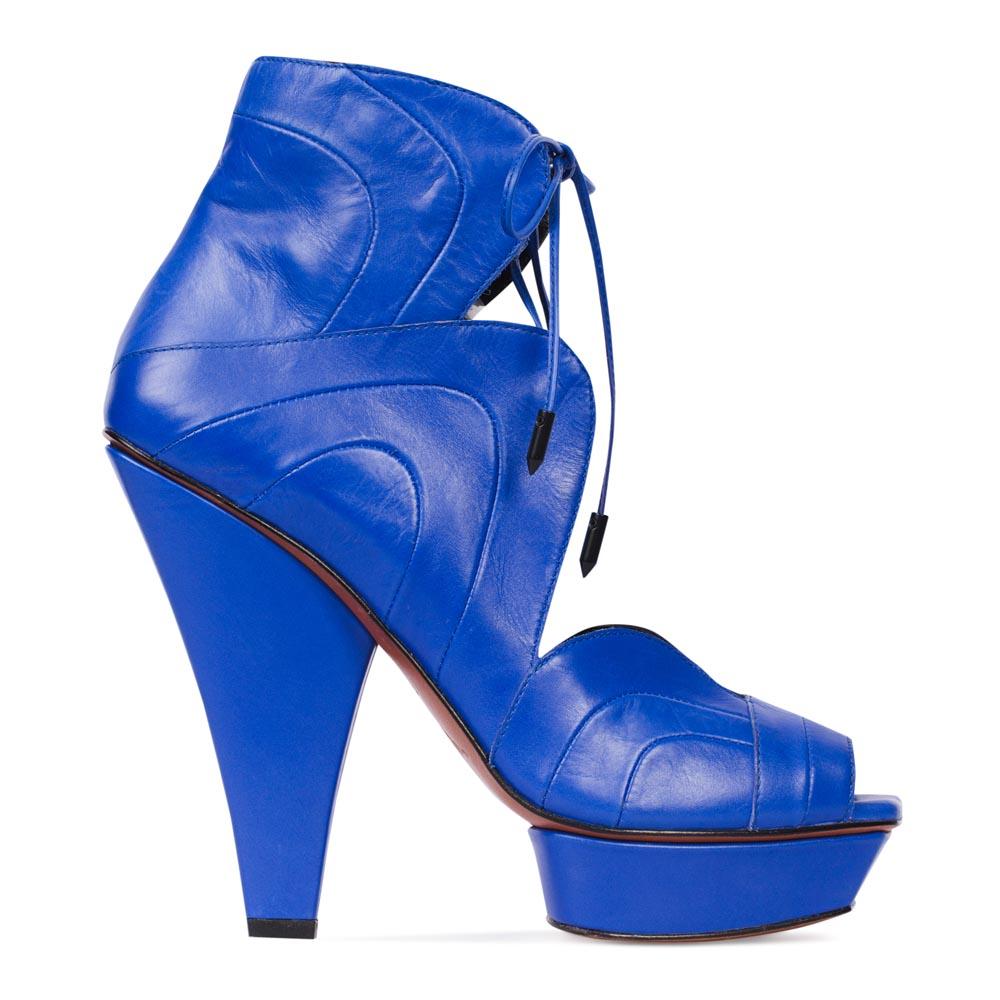 Кожаные туфли цвета электрик с закрытой щиколоткой