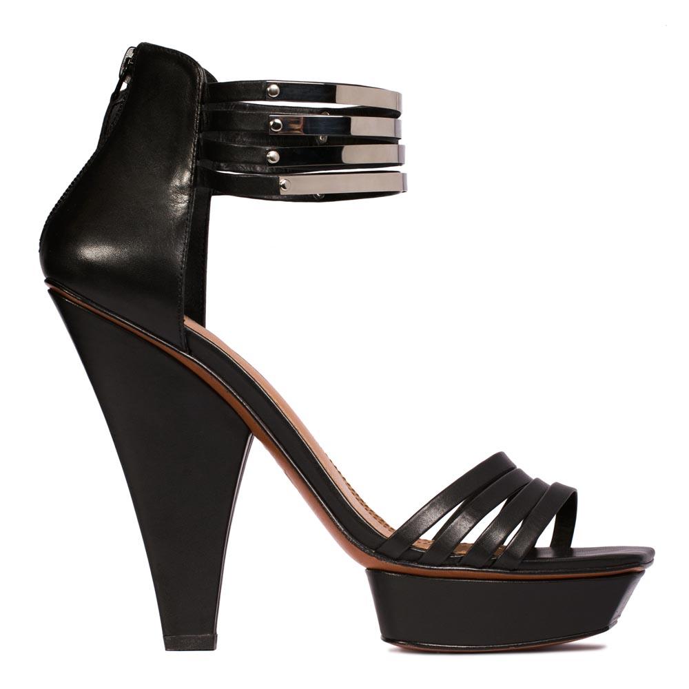 Кожаные босоножки черного цвета с металлическими деталямиТуфли женские<br><br>Материал верха: Кожа<br>Материал подкладки: Без подкладки<br>Материал подошвы: Кожа<br>Цвет: Черный<br>Высота каблука: 14 см<br>Дизайн: Италия<br>Страна производства: Китай<br><br>Высота каблука: 14 см<br>Материал верха: Кожа<br>Цвет: Черный<br>Пол: Женский<br>Вес кг: 1.40000000<br>Выберите размер обуви: 35