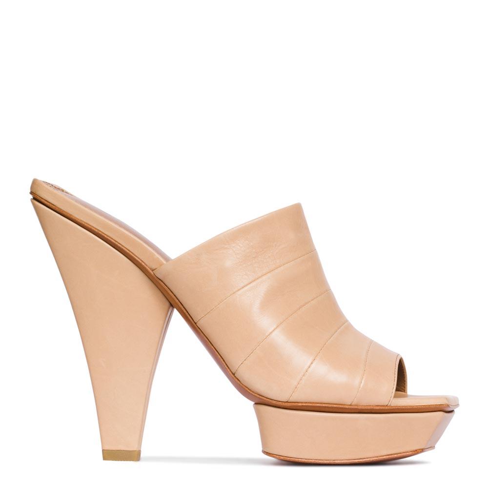 Кожаные мюли бисквитного цвета на высоком каблукеТуфли женские<br><br>Материал верха: Кожа<br>Материал подкладки: Кожа<br>Материал подошвы: Кожа<br>Цвет: Бежевый<br>Высота каблука: 14 см<br>Дизайн: Италия<br>Страна производства: Китай<br><br>Высота каблука: 14 см<br>Материал верха: Кожа<br>Материал подкладки: Кожа<br>Цвет: Бежевый<br>Пол: Женский<br>Вес кг: 1.00000000<br>Размер: 36