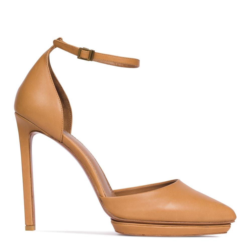 Кожаные туфли бежевого цвета с ремешком на высоком каблукеТуфли женские<br><br>Материал верха: Кожа<br>Материал подкладки: Кожа<br>Материал подошвы: Кожа<br>Цвет: Бежевый<br>Высота каблука: 12 см<br>Дизайн: Италия<br>Страна производства: Китай<br><br>Высота каблука: 12 см<br>Материал верха: Кожа<br>Материал подкладки: Кожа<br>Цвет: Бежевый<br>Пол: Женский<br>Вес кг: 1.04000000<br>Размер обуви: 39