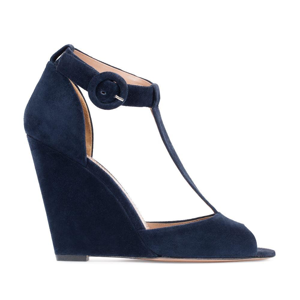 Замшевые туфли темно-синего цвета на танкетке с ремешком