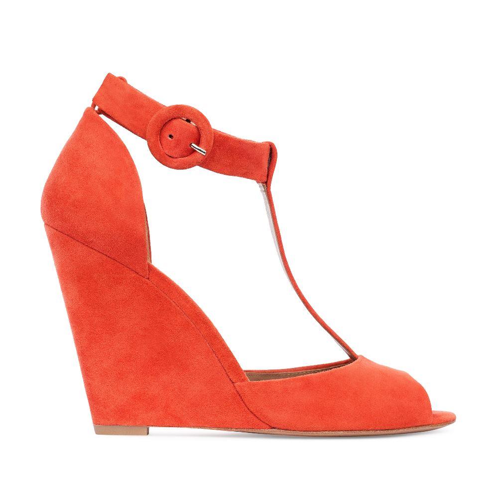 Замшевые туфли оранжевого цвета на танкетке с ремешком