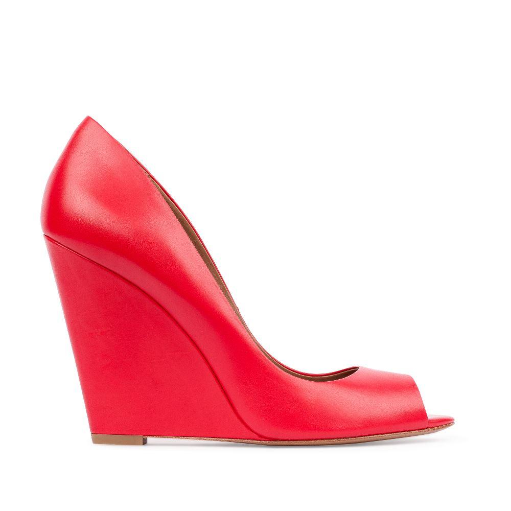 Туфли из кожи красного цвета на танкеткеТуфли женские<br><br>Материал верха: Кожа<br>Материал подкладки: Кожа<br>Материал подошвы:Кожа<br>Цвет: Красный<br>Высота каблука: 10 см<br>Дизайн: Италия<br>Страна производства: Китай<br><br>Высота каблука: 10 см<br>Материал верха: Кожа<br>Материал подошвы: Кожа<br>Материал подкладки: Кожа<br>Цвет: Красный<br>Вес кг: 1.00000000<br>Выберите размер обуви: 38