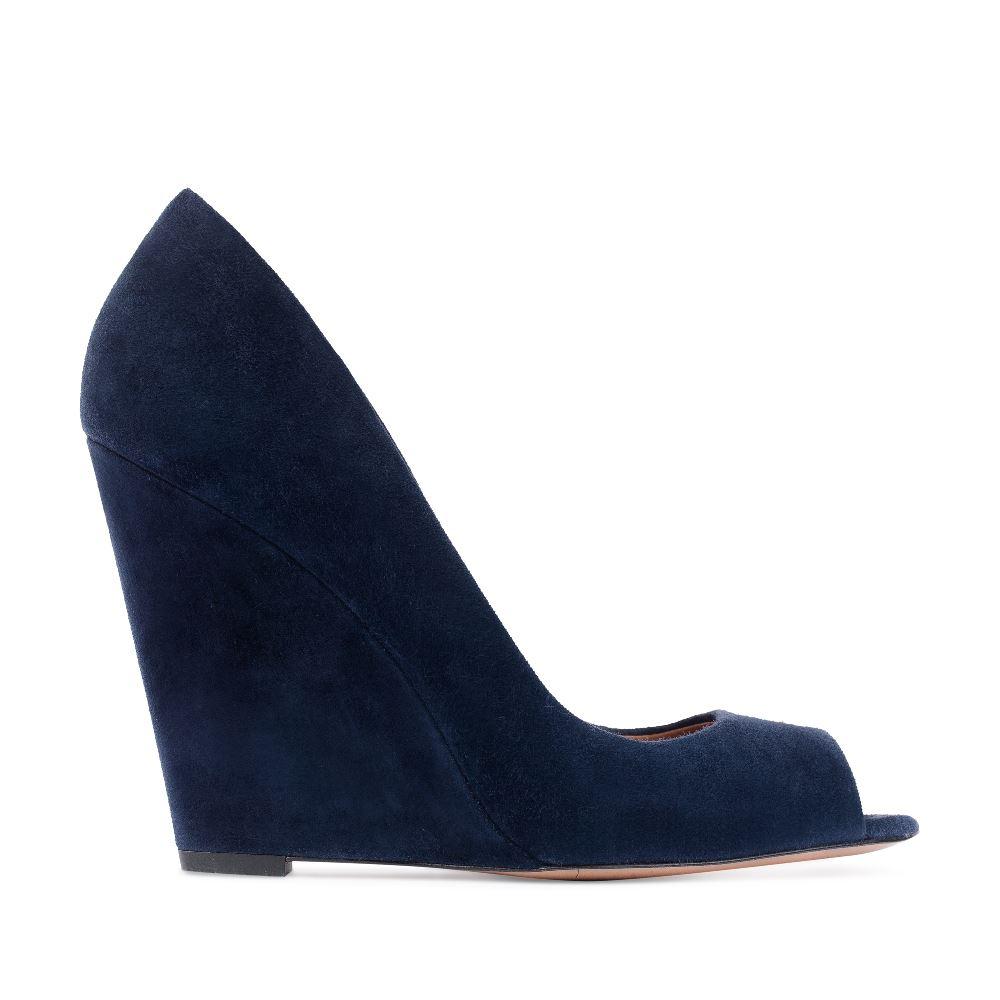 Замшевые туфли темно-синего цвета на танкетке