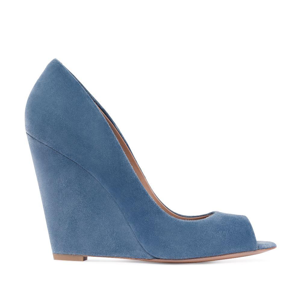Туфли из замши голубого цвета на танкетке