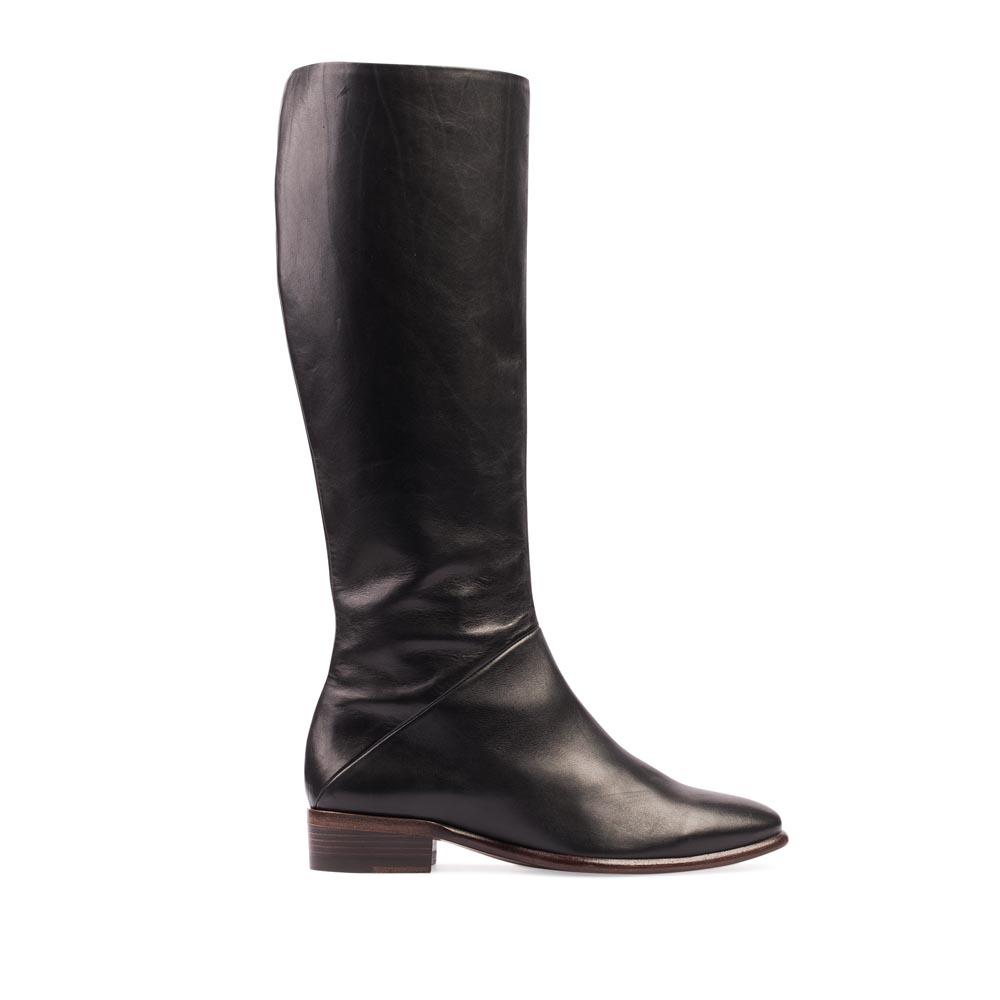 Классические сапоги из кожи черного цвета на низком каблуке, Черный