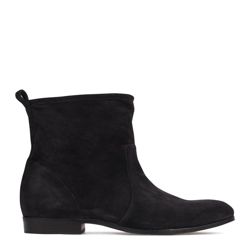 Замшевые полусапоги черного цвета на низком каблукеПолусапоги женские<br><br>Материал верха: Замша<br>Материал подкладки: Кожа<br>Материал подошвы: Полиуретан<br>Цвет: Черный<br>Высота каблука: 1 см<br>Дизайн: Италия<br>Страна производства: Китай<br><br>Высота каблука: 1 см<br>Материал верха: Замша<br>Цвет: Черный<br>Пол: Женский<br>Вес кг: 1.12000000<br>Выберите размер обуви: 35.5