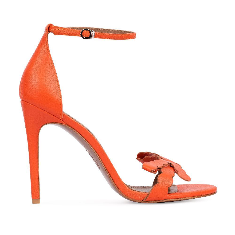 Босоножки кожаные оранжевого цвета с ремешкомТуфли ремешковые<br><br>Материал верха: Кожа<br>Материал подкладки: Кожа<br>Материал подошвы: Кожа<br>Цвет: Оранжевый<br>Высота каблука: 10 см<br>Дизайн: Италия<br>Страна производства: Китай<br><br>Высота каблука: 10 см<br>Материал верха: Кожа<br>Материал подкладки: Кожа<br>Цвет: Оранжевый<br>Пол: Женский<br>Вес кг: 380.00000000<br>Размер: 38